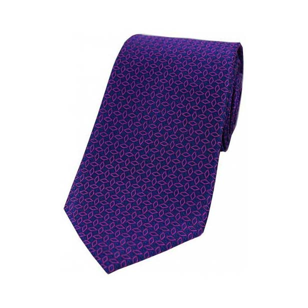 Fuchsia Diamond Link Pattern on a Navy Silk Tie